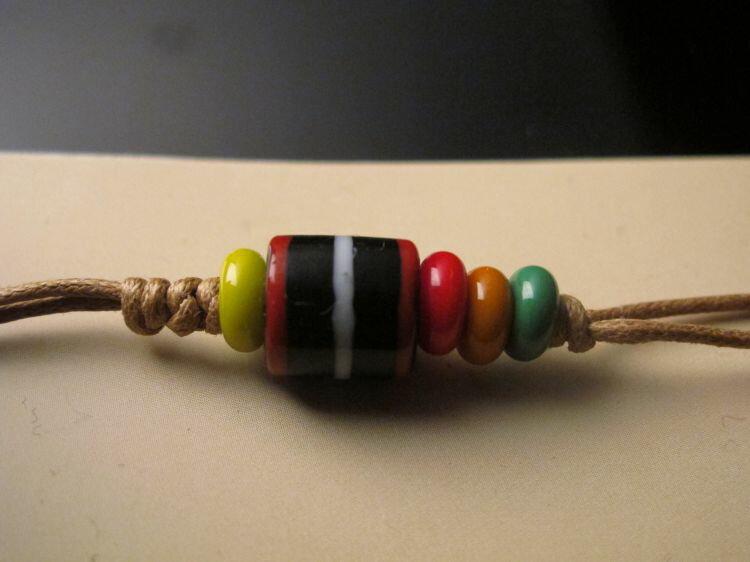 【卡塔】傳統琉璃珠吊飾 黑蜂之珠
