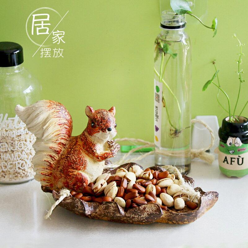 花園庭院裝飾麻繩懸掛小松鼠喂食器創意擺件戶外陽臺樹脂雕塑造景