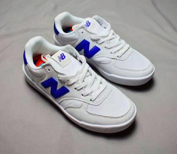 NewbalanceCRT300系列休閒鞋藍白情侶款