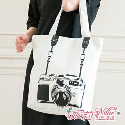 Nillie‧萊卡相機圖騰手提包(黑/白)04/28 SPIRNG WHITE【N17038】現+預