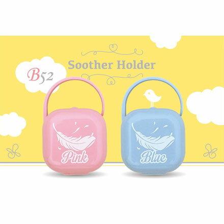 ~悅兒園婦幼 館~Soother Holder B52 羽毛奶嘴盒 ~ 粉紅  粉藍