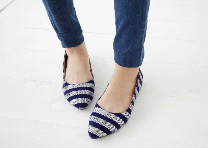 Pyf ? 春夏新款 藍色絨面 銀條紋 尖頭平底鞋 40-42 中大尺碼女鞋
