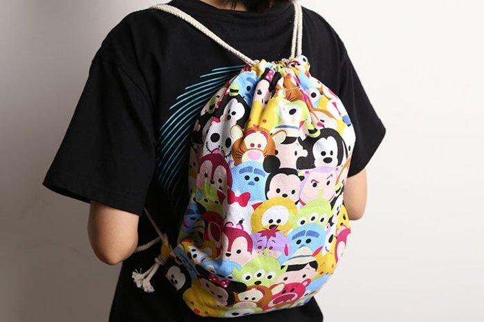 =優生活=迪士尼 tsum tsum 米奇米妮 帆布斜水桶包 大束口袋背包 休閒包包