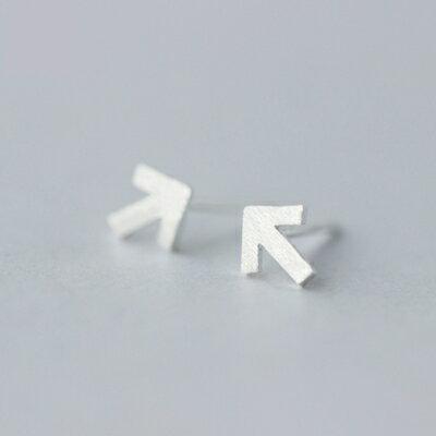 925純銀耳環耳針式耳飾~簡約箭頭符號 生日情人節 女飾品73dr51~ ~~米蘭 ~ ~