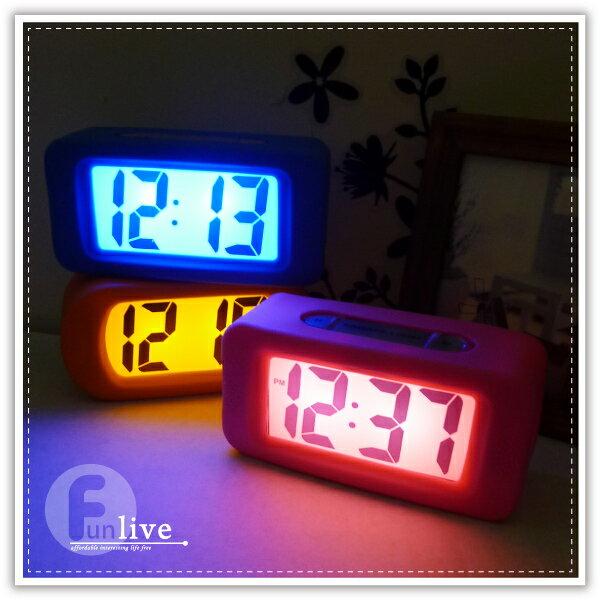 【aife life】方角圓角軟質橡膠時鐘/鬧鐘/電子鐘/貪睡功能/LED顯示加上夜燈讓您居家充滿時尚風格!