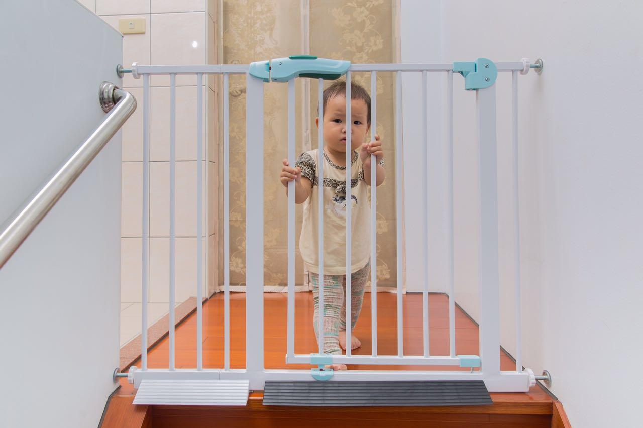 BABY SAFE 2017最新款 上下一體聯動 兒童圍欄 門欄 門護欄 狗柵欄 嬰兒護欄 安全門欄 窗戶護欄 樓梯護欄 綠魚現貨