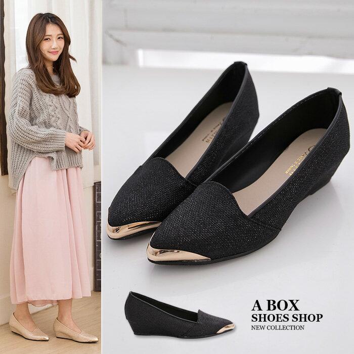 格子舖*【KW3108】MIT台灣製 上班族百搭低調奢華高質感金蔥皮革 3.5CM厚底增高楔型鞋金屬尖頭包鞋 2色 0