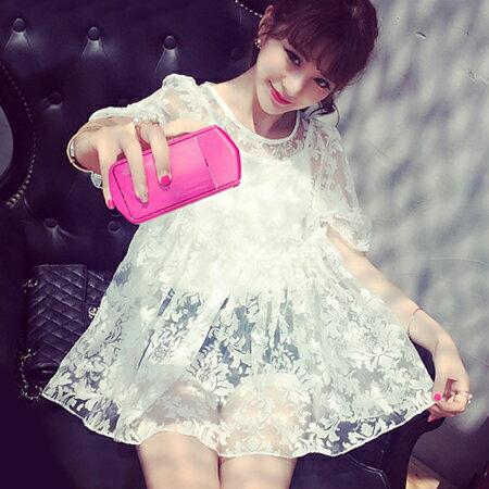 SISI~E6028~萌萌噠超美透視感雕花蕾絲大傘襬娃娃衫上衣^(附細肩吊帶內搭^) ~