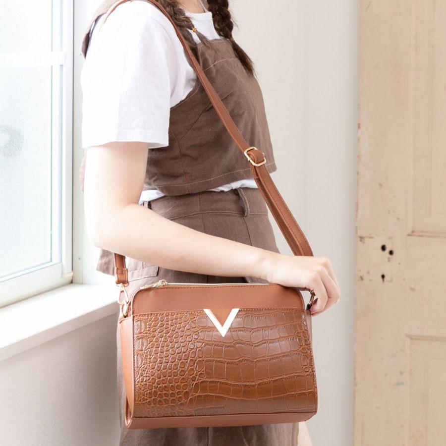 【鴞好物】日本ALTROSE 時尚金屬V字肩背包 7