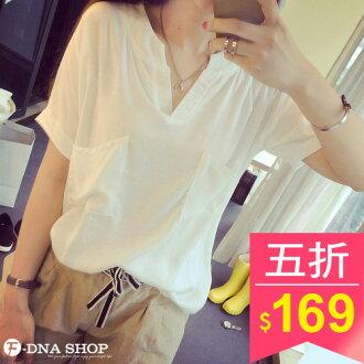 F-DNA★雙口袋文青風短袖V領上衣T恤(白)【ESD1222】