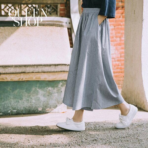 QueenShop【04110083】配色細條紋後鬆緊腰寬鬆褲裙SM*預購*