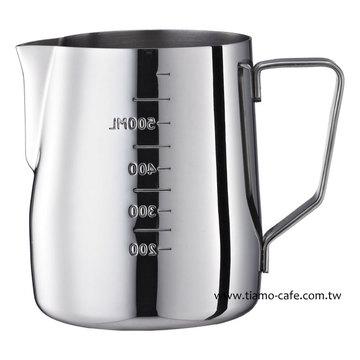 金時代書香咖啡  Tiamo 專業內外刻度指示拉花杯  600ml  通過SGS  HC7075