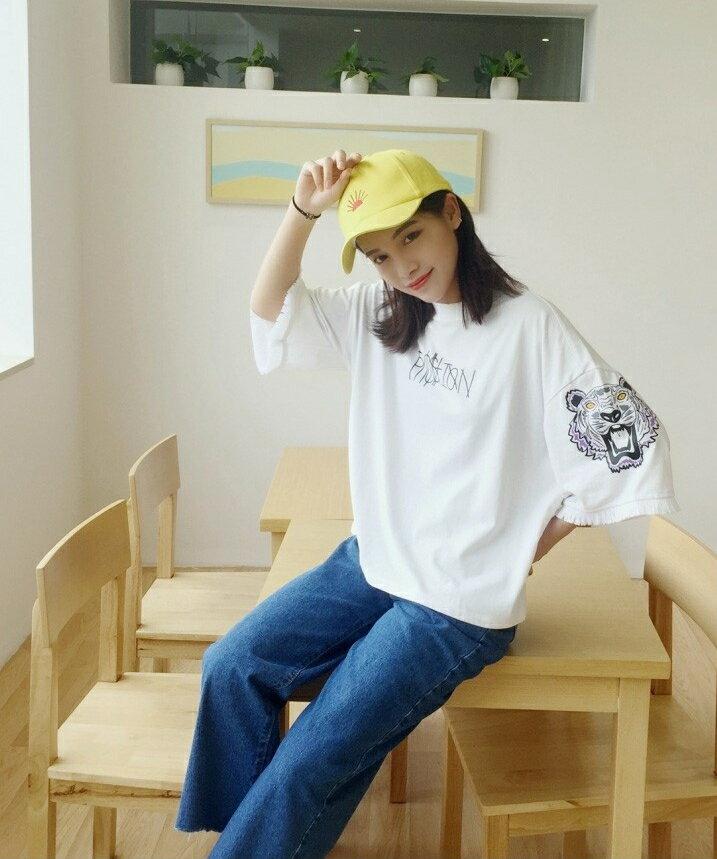 【V2503】shiny藍格子-酷炫休閒.超寬鬆字母印花流蘇袖口上衣 5