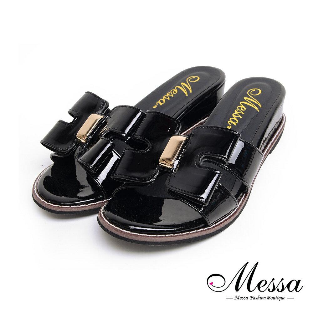 【Messa米莎專櫃女鞋】MIT俐落大蝴蝶結側簍空漆皮金屬飾釦低跟拖鞋-黑色 - 限時優惠好康折扣