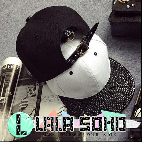 ego:韓國簡約漆皮蛇紋黑白拼色嘻哈平沿街舞棒球帽子