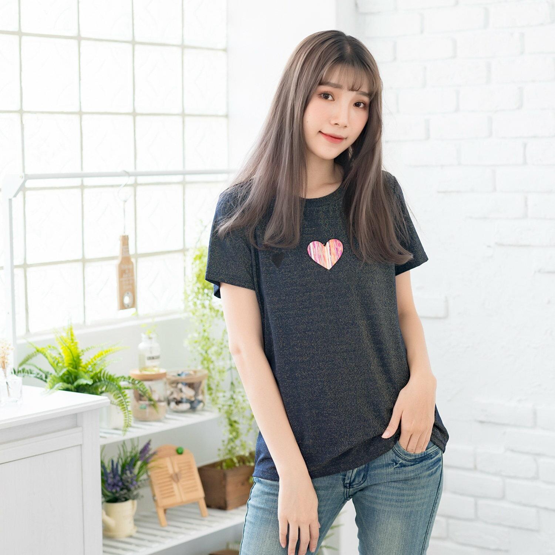 T恤--時尚舒適彩色愛心刺繡亮絲寬鬆修身百搭圓領短袖T恤(粉.藍L-4L)-T334眼圈熊中大尺碼 1