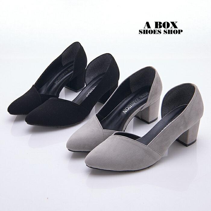 格子舖*【KDW9029】MIT台灣製 OL必備 時尚質感絨布 側面簍空 5.5CM中粗跟 尖頭包鞋 3色 1