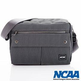 【002054-02】NCAA 側背波特包 紳士餅乾包 直紋尼龍隨身機車斜中包 深灰色