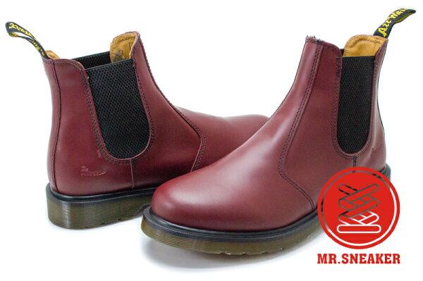 ☆Mr.Sneaker☆Dr.Martens2976Chelsea切爾西短靴經典馬汀櫻桃紅台灣公司正品