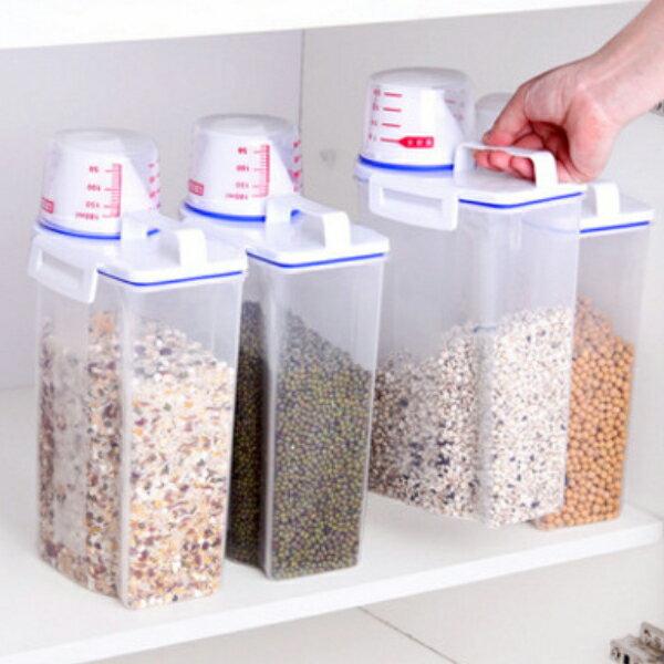 PS Mall 手提米桶帶量杯 收納櫥櫃雜糧儲物罐2.5L【J2434】