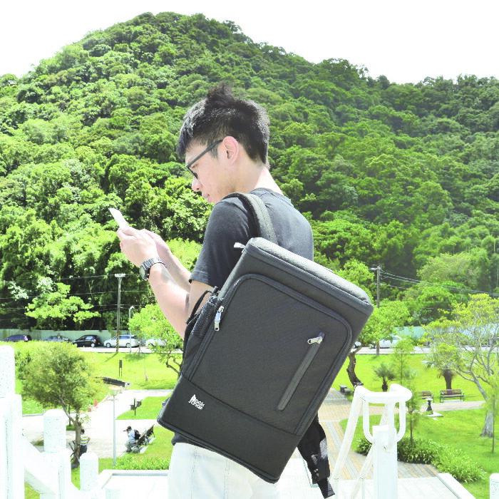 【08 / 17 12:00 樂天SS特賣限量5折】PackChair椅子包 盾牌包 防身包 電腦包 後背包 自助旅行包 黑色有胸扣版 0