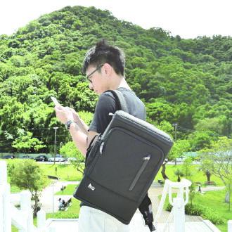 PackChair椅子包 盾牌包 防身包 電腦包 後背包 自助旅行包 黑色有胸扣版