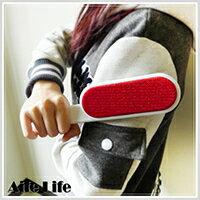 【aife life】韓國熱銷神奇靜電除塵刷/靜電除毛刷 衣物除毛刷 雙面除毛刷 除塵毛刷 靜電刷