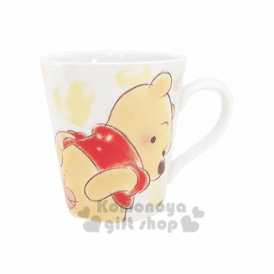 〔小禮堂〕迪士尼 小熊維尼 陶瓷馬克杯《白.彎腰回頭.愛心.350ml》黃白盒裝