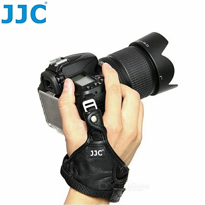 又败家@ JJC真皮制单眼相机手腕带HS-N大(附安全扣目字扣,适翻转萤幕.不卡电池盖)  大单眼相机录影摄影机手脕带单眼相机手腕带单眼手腕带单反手腕带单反相机手腕带DSLR手腕带类单眼手腕带轻单眼手腕带微单眼手腕带DC手腕带手腕袋摄影手腕带相机腕带无反手腕带Nikon手腕带Canon手腕带Sony手腕带Pentax手腕带OLYMPUS手腕带Panasonic手腕带Fujifilm手腕带