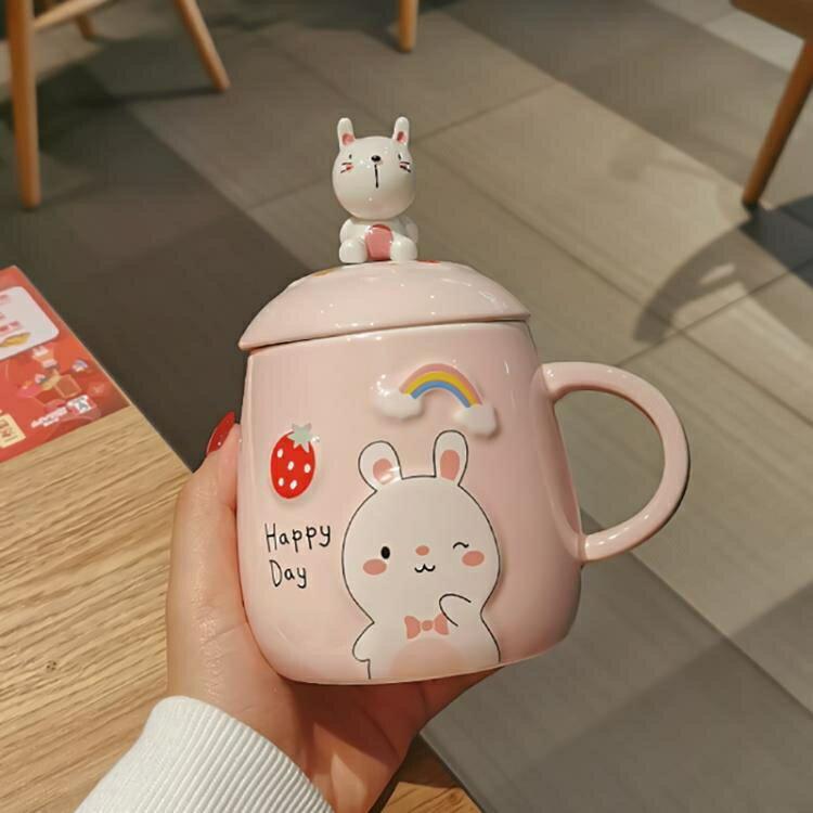 可愛馬克杯帶蓋勺女情侶水杯網紅款大容量辦公室陶瓷杯子創意家用 摩可美家
