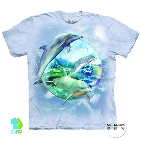 【摩達客】(預購)美國進口TheMountain海豚水晶球純棉環保藝術中性短袖T恤