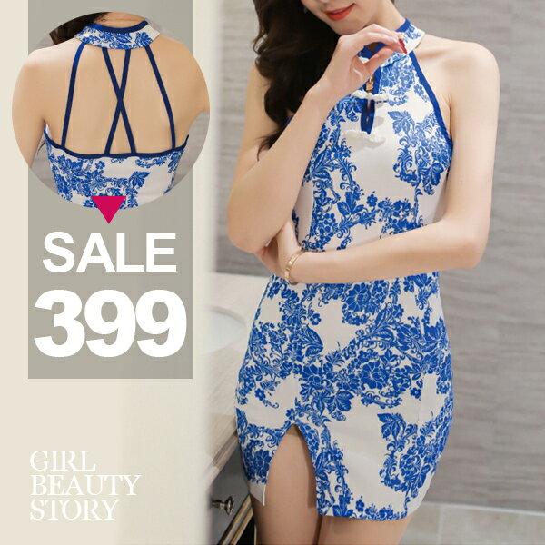 SISI【D7135】復古改良式短旗袍青花瓷印花削肩無袖修身曲線開叉包臀連身裙洋裝