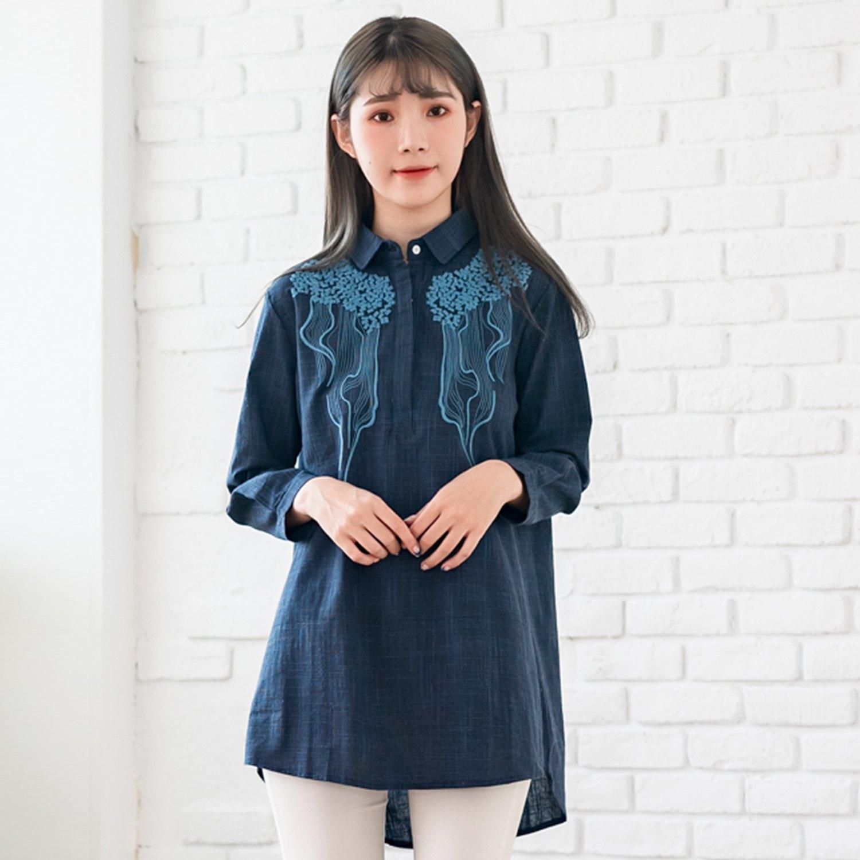 格子襯衫--文青風幾何花樣刺繡細格紋寬鬆V型領長袖襯衫(藍M-3L)-I129眼圈熊中大尺碼 0