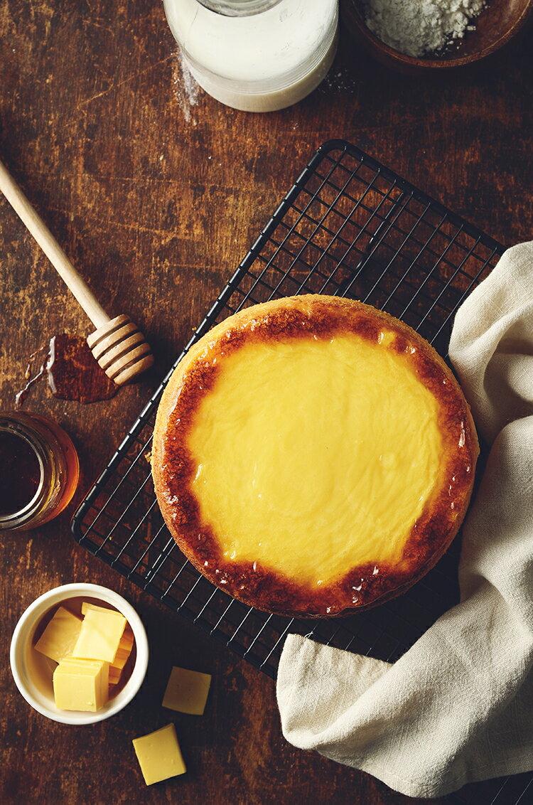 新品上市~~日式岩燒起士蜂蜜蛋糕 / 6吋(免運) / 濃郁的蜂蜜香味,卻甜而不膩,有著日本長崎蛋糕的柔軟綿密,表面鋪上多層次乳酪口感 細膩多變的滋味,令人陶醉其中~~★6月全館滿499免運 3
