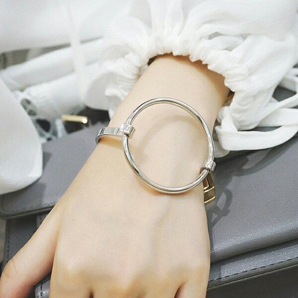 77美妝:簡約金屬大圓圈圈手環MISJ1512