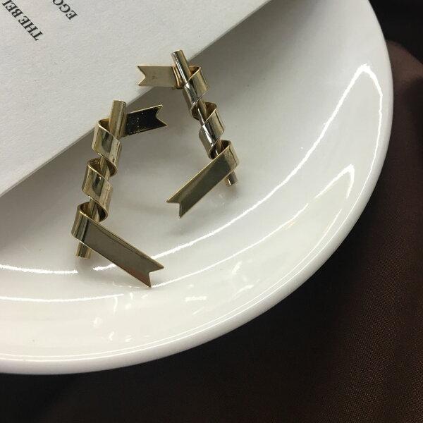 (預購+現貨)金色螺旋立體造型針式耳環【2-17182】