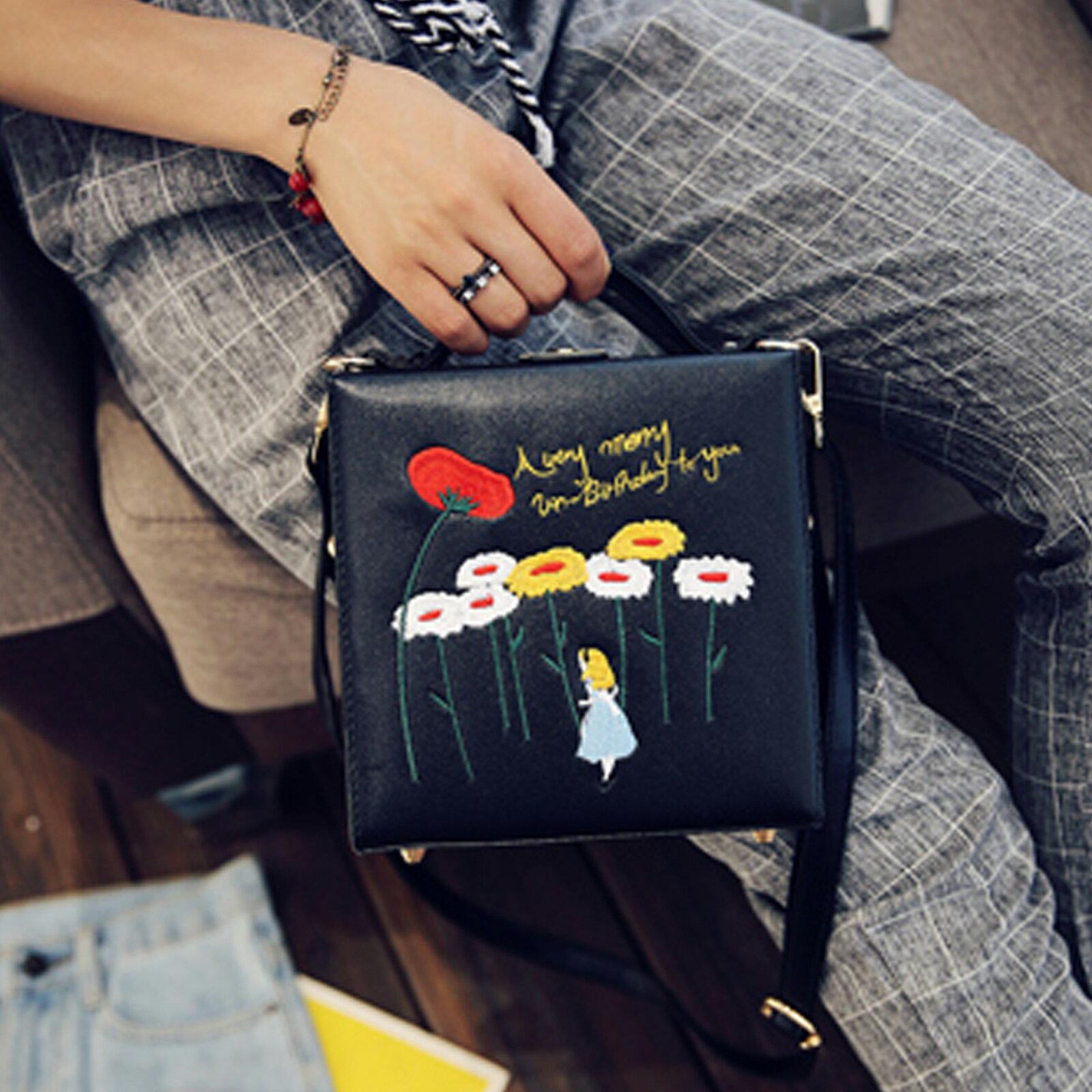 小方包  明星同款時尚童趣箱子側背包【O3172】☆雙兒網☆ 6