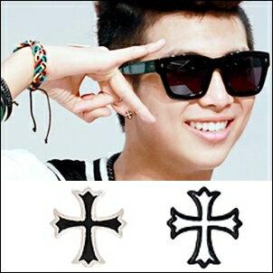 <br/><br/> BTS 金南俊 同款韓國????? 花邊十字造型耳釘耳環 (單支價)<br/><br/>