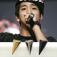   Star World。Earring    B1A4 BARO 同款小款長三角鉚釘造型耳釘耳環 (單支價)