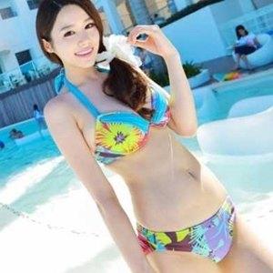 美麗大街【SW10302273103】繽紛夏藍底叢林二件式比基尼泳裝泳衣
