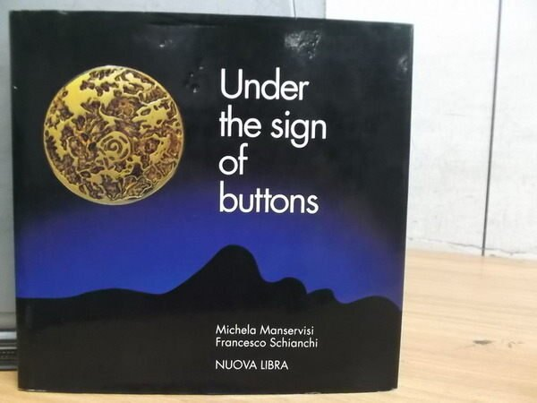 【書寶二手書T3/設計_YIO】Under the sign of buttons_1993/04
