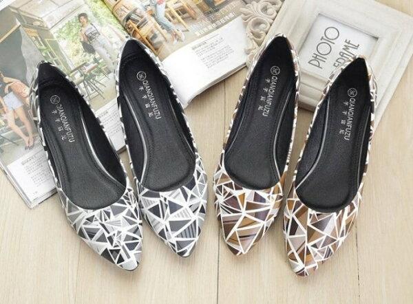 Pyf♥幾何圖形拚色防滑橡膠底尖頭平底鞋上班鞋43大尺碼女鞋