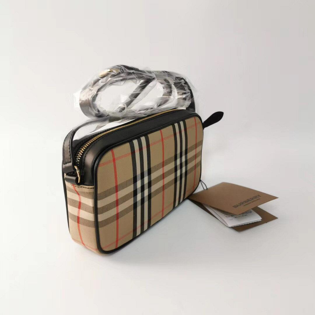 【Chiu189英歐代購】Burberry 戰馬 格紋帆布 相機包