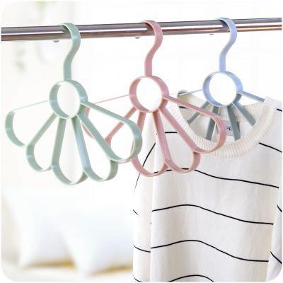 【WaBao】素色北歐風花瓣扇形絲巾掛 領帶架 衣架 D0B779
