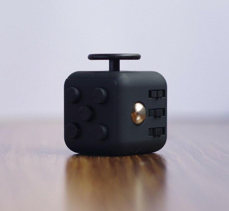 保證品質優良,再送收納盒Fidget cube解壓減壓魔方神器抗壓力煩躁骰子