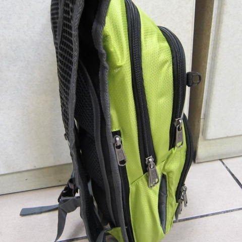 ~雪黛屋~EYE 加大型反光腳踏車後背包 可加大容量設計 隱藏式固定安全帽放置網袋 EYE305綠