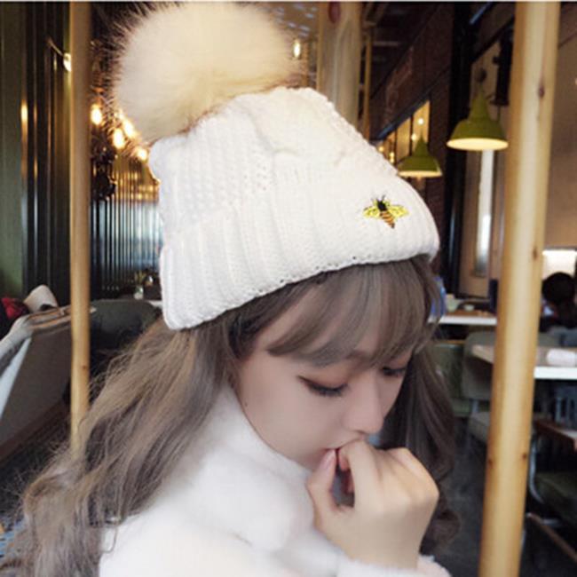 50%OFF【E020620WH】帽子女冬天韓版毛線帽毛球加絨針織帽小蜜蜂刺繡護耳保暖帽 - 限時優惠好康折扣
