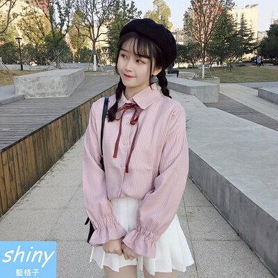 【V8165】shiny藍格子-學院清新.蝴蝶結綁帶縮口喇叭袖襯衫上衣