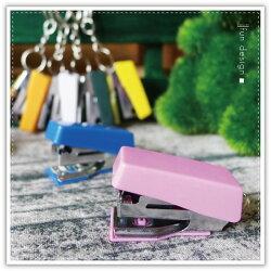 【aife life】釘書機鑰匙圈-A款/迷你釘書機鑰匙圈/小型釘書機/訂書機/辦公文具用品/隨身便攜式訂書機