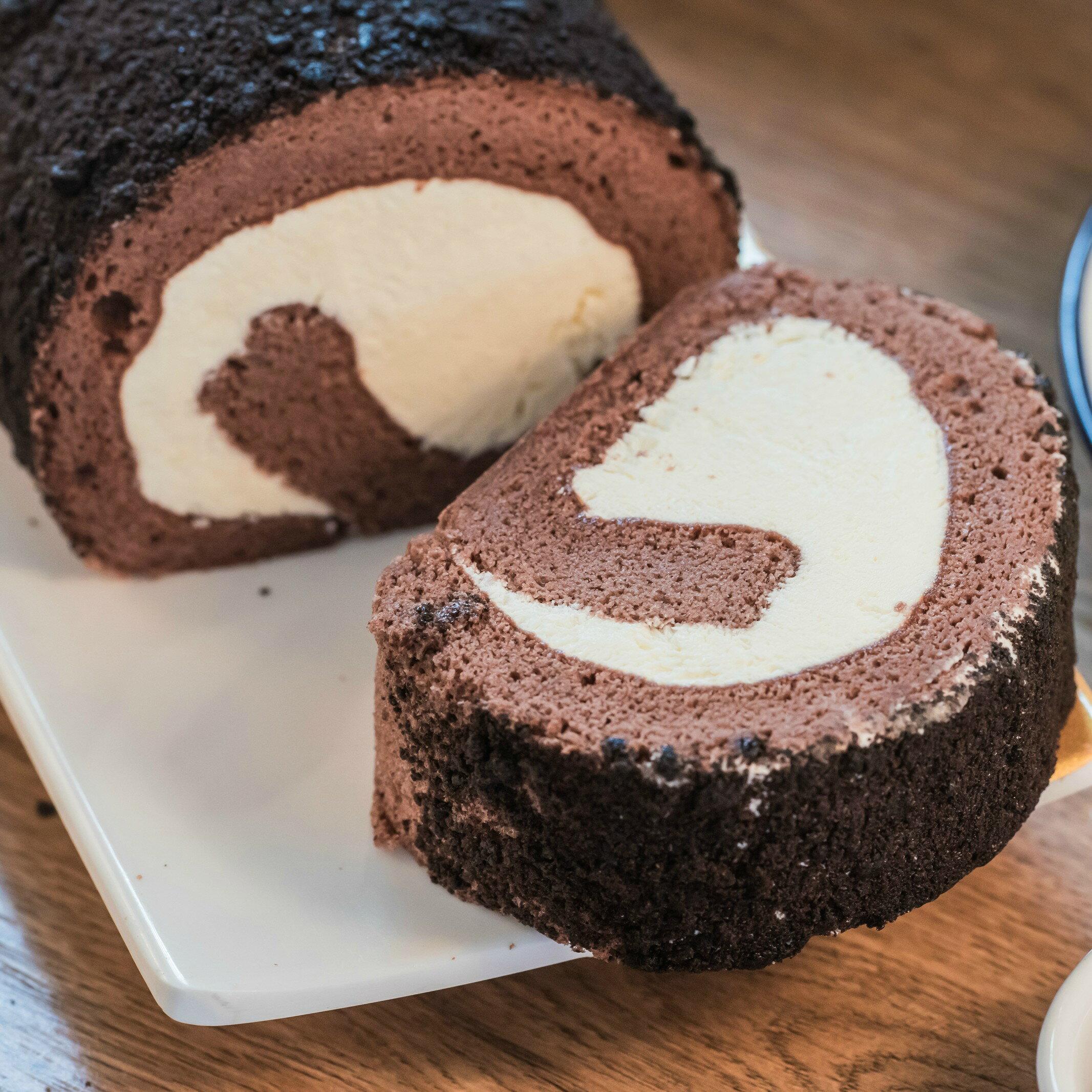 OREO巧克力生乳酪捲 OREO巧克力碎片 (長18公分)